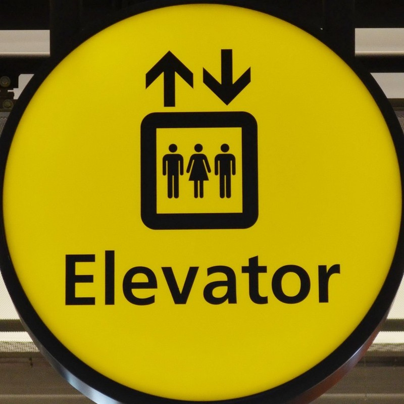 A sign indicating that elevators are near.